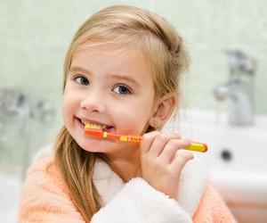 pasta do zebow z fluorem szkodzi dzieciom