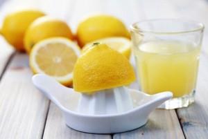 sok z cytryny wlosy