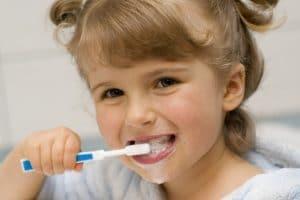 Bezpieczne pasty do zębów - 8 przepisów na nietoksyczne domowe pasty