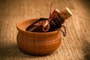 olejek z drzewa sandałowego jak stosować