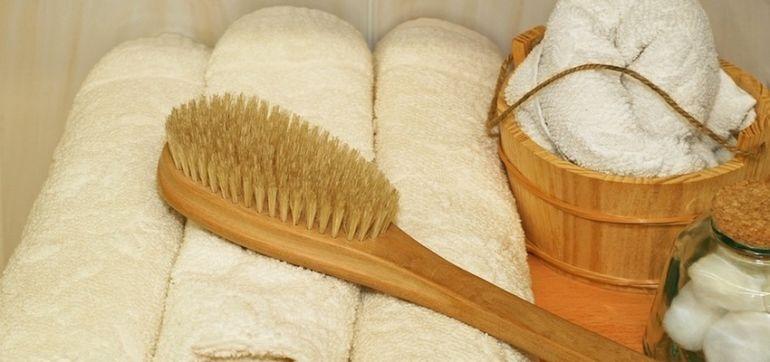 Suchy masaż szczotką. Tylko 5 minut dziennie dla zdrowia i urody