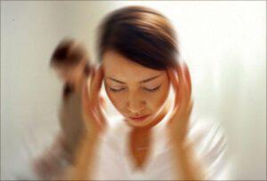 Zawroty głowy - możliwe przyczyny oraz domowe sposoby łagodzenia