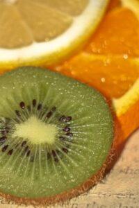 Co się kryją w sobie skórki warzyw i owoców ?