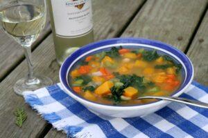 Zupa z jarmużu i białej fasoli - łatwy przepis
