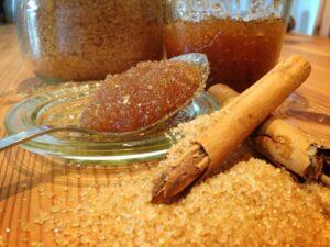Pachnący skrub do ciała na bazie soli i cytrusów