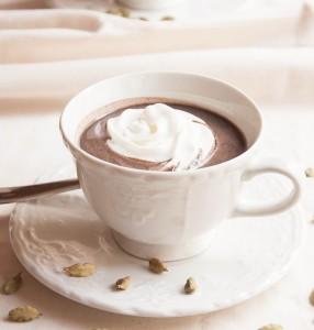 czekolada goraca z kardamonem
