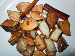 pieczone ziemniaki z cynamonem i kardamonem