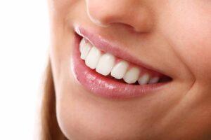 ssanie oleju zęby dziąsła
