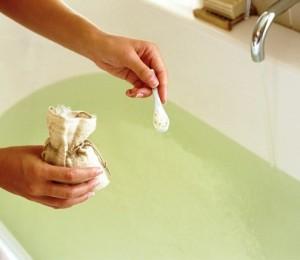 kąpiel solankowa w wannie