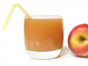 sok z jablek zbija temperature