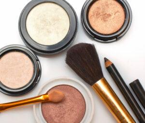 Tylko 3 dni bez drogeryjnych kosmetyków obniży poziom toksyn chemicznych w organizmie