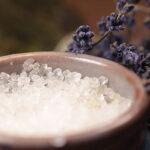 Okłady z gorącej soli na chore zatoki i bóle w różnych częściach ciała