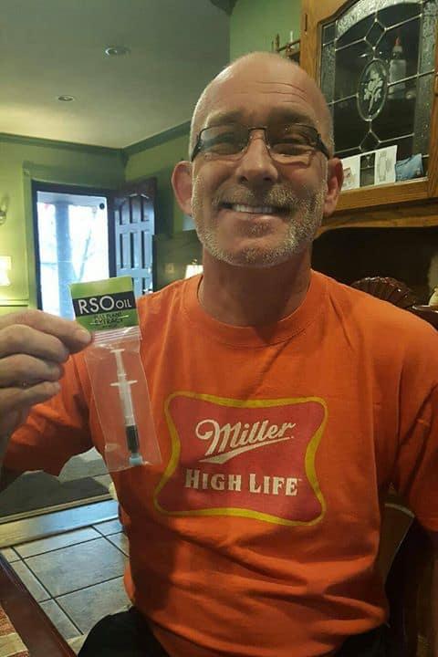 olejem-z-konopi-wyleczyl-raka-pluc-lekarze-dawali-mu-kilka-miesiecy-zycia