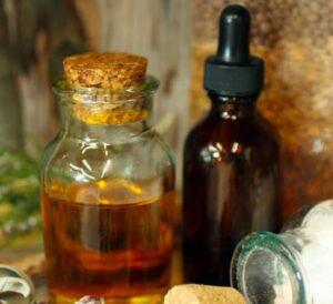 Olejek z pięciu ziół - doskonały środek leczniczy i kosmetyk