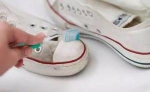 pasta do zębów czyści brudne powierzchnie