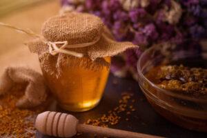 Propolis czyli kit pszczeli - właściwości, zastosowanie i przepisy