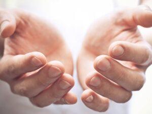Ulecz się sam energią własnych dłoni - bioterapia w domu