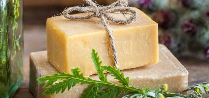 Szare mydło tradycyjny niezbędnik w domowej apteczce