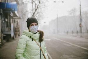 Smog szkodzi także Twojej skórze! Sprawdź, jak temu zapobiec