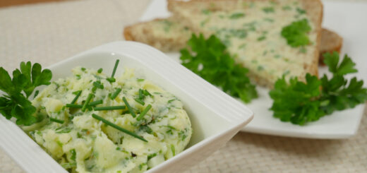 Wiosenne masło z liśćmi chrzanu i świeżymi ziołami