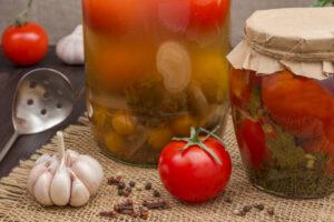 Kiszone pomidory. Zioła i dodatki do kiszonek.