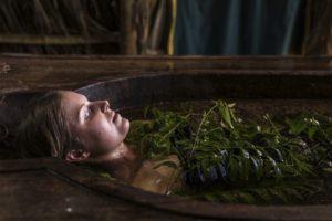 kąpiel lecznicza w ziołach ajurweda