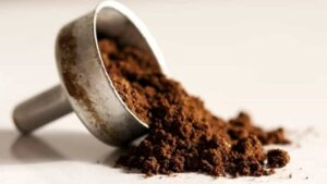 jak wykorzystać fusy z kawy w domu